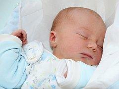 DANIEL HRADECKÝ se narodil 23. října 2013 ve 3:33 hodiny s váhou 3290 gramů a délkou 49 centimetrů. S rodiči Hanou a Milanem mají domov v Dobrušce.