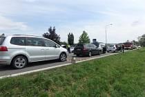 Při srážce čtyř osobních aut se zranilo pět lidí.