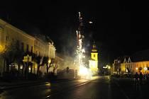 PŘÍCHOD NOVÉHO ROKU se slavil skoro v na většině místech ohňostrojem a jinými světlicemi