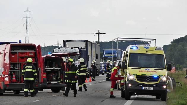 Smrtelná nehoda cyklisty a osobního vozidla u Petrovic na Rychnovsku.