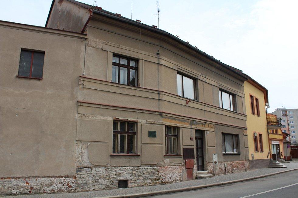 Budoucí muzeum. Dům, kde žili Kupkovi v Dobrušce. Tehdy byl však pouze přízemní. Foto: Deník/Jana Kotalová