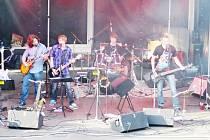 Hudební skupina Last Holiday(s) hraje už dva roky. Některé z jejích členů přivedla k muzice náhoda. Kytary dostali dárkem a tak se zrodila jejich láska k vystupování a hudbě.
