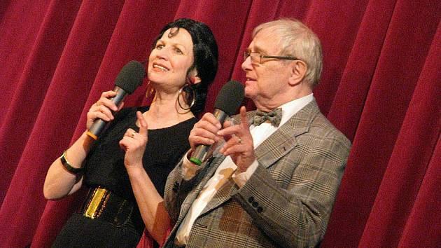 Komedie divadla Semafor Já jsem otec Bemle (a já matka Žemle, já synáček Frici, já dceruška Mici) v rychnovském Pelclově divadle.