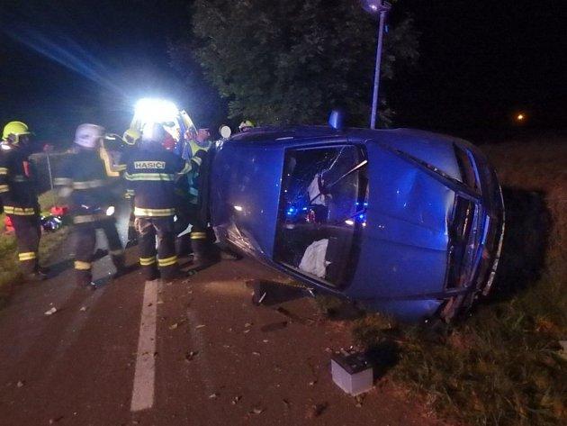 Havárie osobního automobilu v Týništi nad Orlicí.