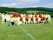 Fotbalová exhibice: Old stars Deštné v Orl. h. - Stará garda AC Sparta Praha.