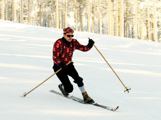 Jízda na historických lyžích