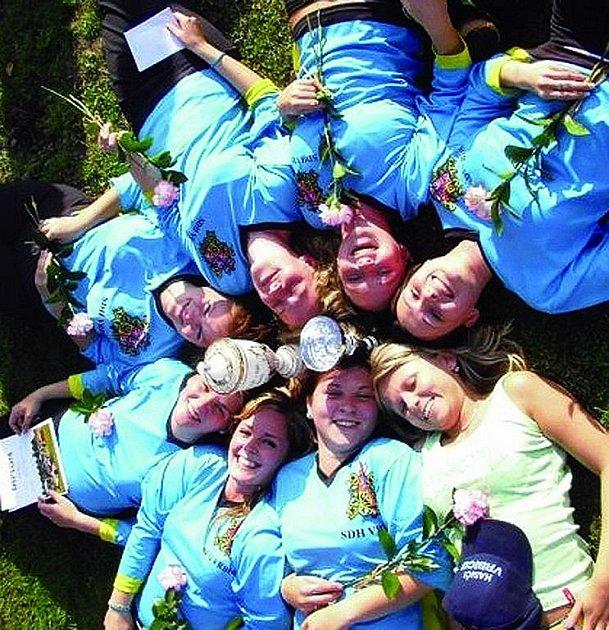 Úspěšné družstvo vrbických žen, které potřetí pokořily Podorlickou ligu.
