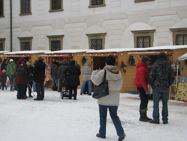 Nádvoří zámku už popáté hostilo tradiční adventní trhy