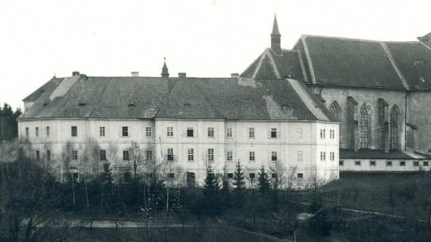 Před 103 lety vyhořelo rychnovské piaristické gymnázium.