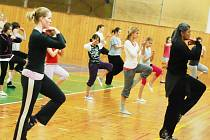 Učitel tance Joe Alegado z Texasu nyní žije v Praze, kde také založil svoji taneční skupinu. Své nejen učitelské umění předvedl také na Dance festivalu v Rychnově