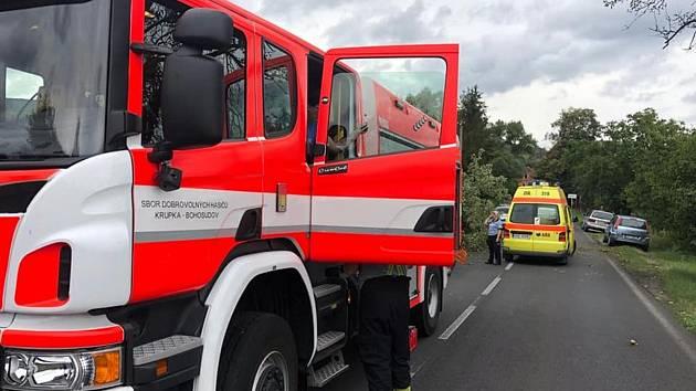 Zásah hasičů a záchranářů u nehody