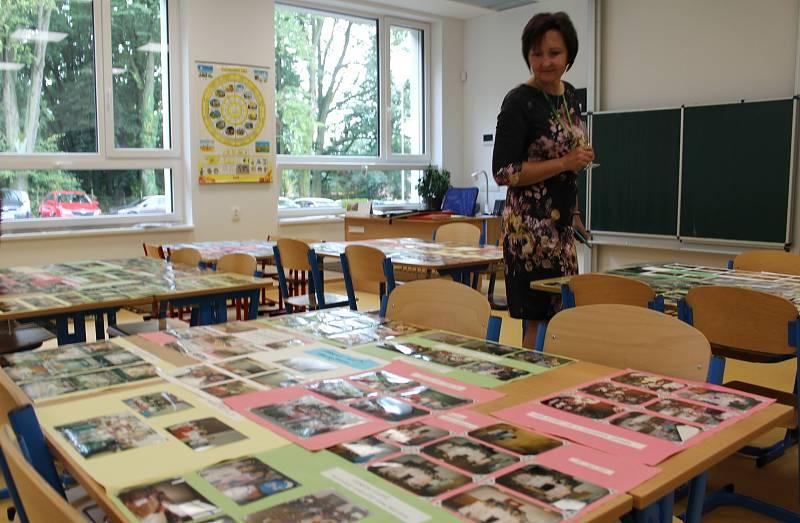 Výstava. V Černíkovicích vyrostla během 13 měsíců v sousedství té staré nová škola. Učí se v ní žáci od první do páté třídy.