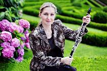 Kostelec nad Orlicí – Krásnou klasicistní hudbu J. V. Stamice a W. A. Mozarta si můžete vychutnat ve spojení s géniem loci zámku Kinských v podání jedné z nejlepších klarinetistek současnosti Ludmily Peterkové a smyčcového ansámblu Barocco sempre giovane.