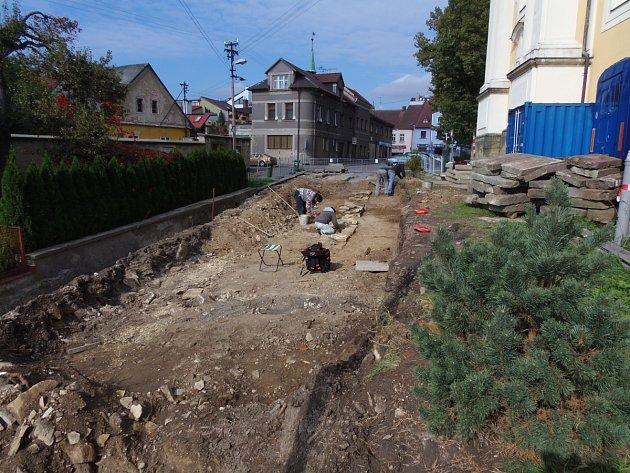 Nález archeologů v Kostelci nad Orlicí potvrdil, že město vznikl ve třináctém století.