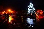 Rozsvícení vánočního stromu v Kvasinách.