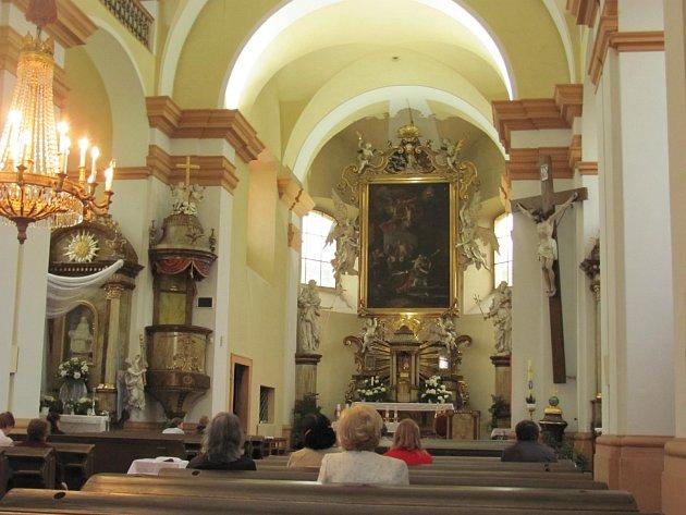 KOSTEL SV. VÁCLAVA v Dobrušce se také zapojil do Noci  kostelů. Příchozí si užili bohatý program.