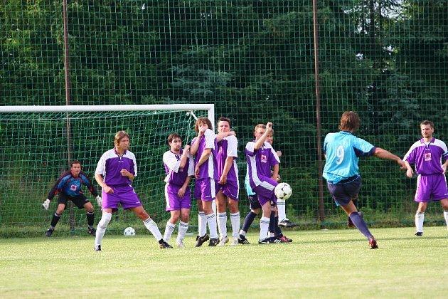 Fotbalové utkání Opočno - Malšovice (3:5).