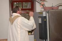 Na počest získání a uvedení do provozu hned dvou nových keramických pecí se v Neratově uskutečnila akce nazvaná První výpal, na které byly obě pece vysvěceny farářem Josefem Suchárem.