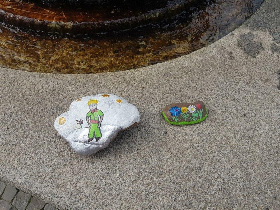 Malované kamínky putují i Podorlickem