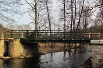 Opravený most dnes bez problémů dovolí průjezd automobilů či autobusů. Bartošovický hraniční přechod se po roce 2007 začal měnit. Cyklisty a turisty doplnila vozidla.