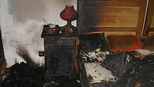 Hasiči našli v rodinném domku ohořelou ženu.