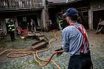 Odklízení povodní v Tutlekách na Rychnovsku