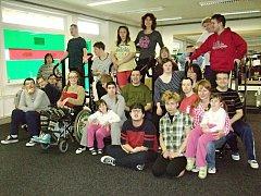 Studenti a pedagogové ze Základní a praktické školy Kolowratská si zacvičili ve fitness studiu.