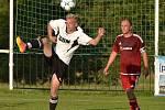 ČTYŘI GÓLY nastříleli fotbalisté Přepych (v bílém) do sítě Borohrádku a dokráčeli si v klidu pro tři body.