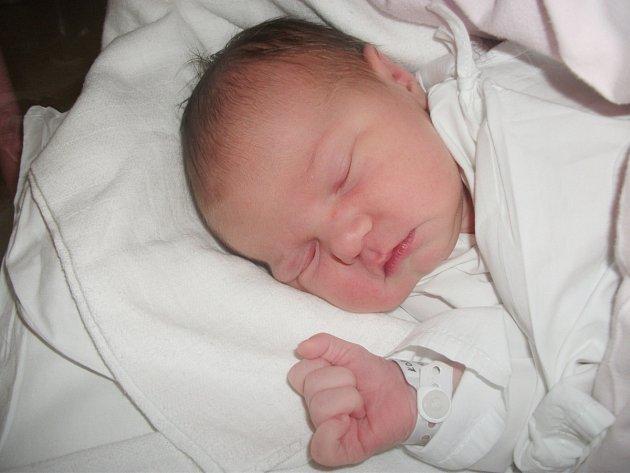 ANEŽKA KOPECKÁ se narodila 2. prosince v 10.08 hodin rodičům Ince Faltusové a Janu Kopeckému z Olešnice. Po narození vážila 3,95 kg a měřila 54 cm. Doma se na Anežku těšily Emička a Terezka. Tatínek to u porodu zvládal skvěle.