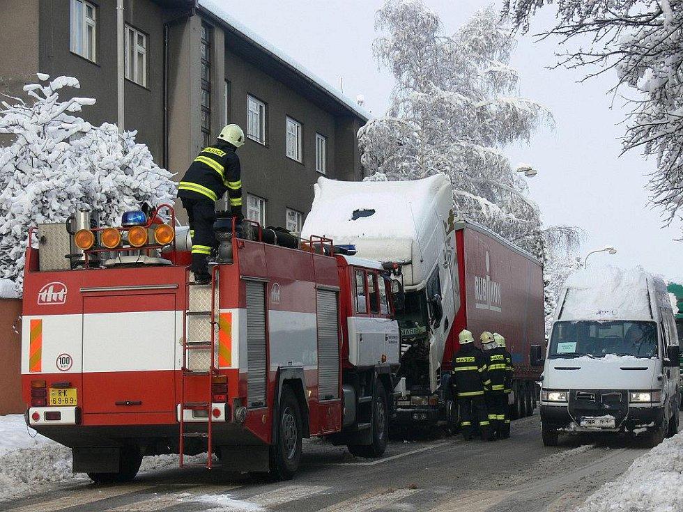 Polský kamion zablokoval hlavní tah Rychnovem n. K.