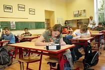 HROBOVÉ TICHO  včera doprovázelo přijímací zkoušky do třídy pro talentované žáky, které již třetím rokem připravila rychnovská Základní škola Masarykova.