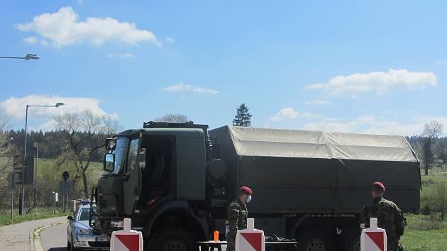 Uzavřená hranice s Polskem v Orlickém Záhoří loni na jaře.