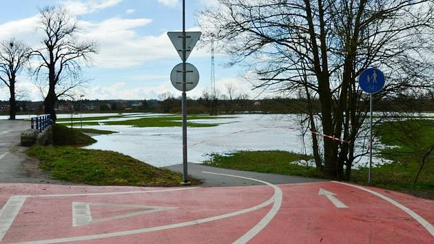 Cyklostezka mezi Albrechticemi nad Orlicía Týništěm byla minulý týden opět pod
