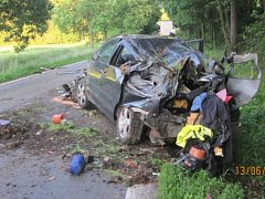 Dopravní nehoda jednoho nákladního a dvou osobních automobilů na silnici I/14 mezi Chábory a Dobruškou.