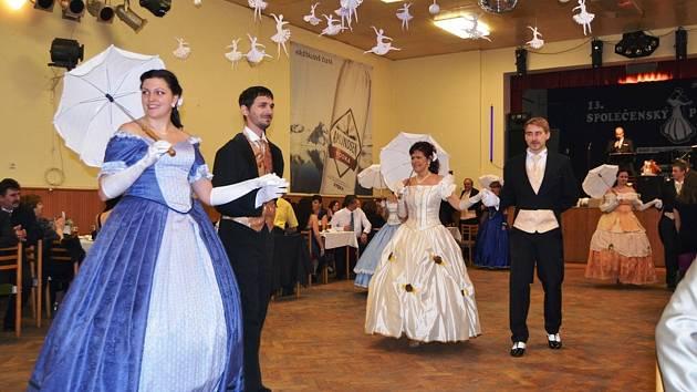 V kulturním sále obecního hostince v Bolehošti se společně s domácími bavili lidé z Jílovic, Ledců, Očelic, Přepych a Vysokého Újezdu.