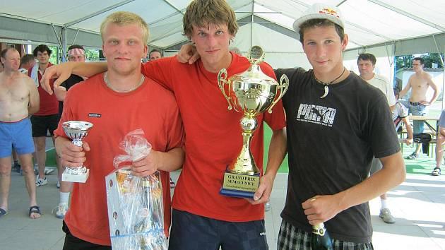 TRADIČNÍ KLÁNÍ. Tělovýchovná jednota Sokol Semechnice uspořádala již 24.ročník nohejbalového turnaje trojic GRAND PRIX Semechnice.
