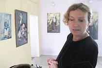 Drsné i žensky něžné obrazy Mirky Mádrové.