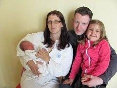 JAN CVEJN se narodil 2. června v 8.07 hodin s váhou 3,15 kg a délkou 50 cm. S rodiči Renátou a Janem Cvejnovými  a se sestřičkou Viktorkou bydlí v Černíkovicích. Tatínek byl u porodu mamince velkou oporou.