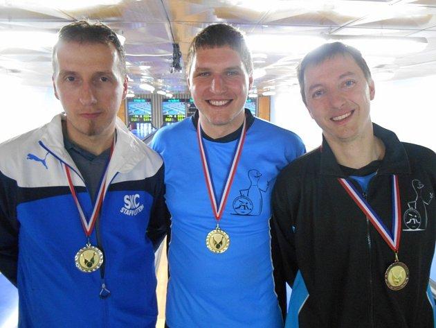 Zlatou medaili a titul přeborníka kraje získal Jakub Seniura (uprostřed), druhý skončil Jaroslav Hažva (vlevo) a třetí Martin Čihák.