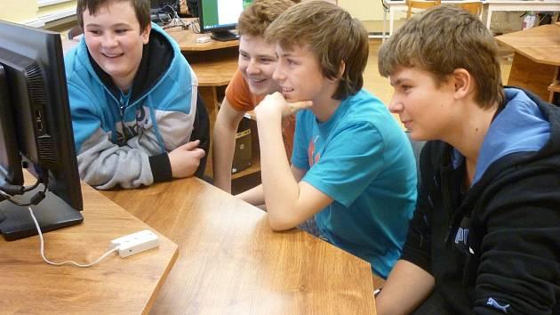 VYTVÁŘENÍ HER, které pomáhají žákům se zdokonalit v angličtině, je pro ně hrou i výukou v jednom.
