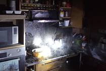 Požár v kuchyni rodinného domu ve Skuhrově nad Bělou.