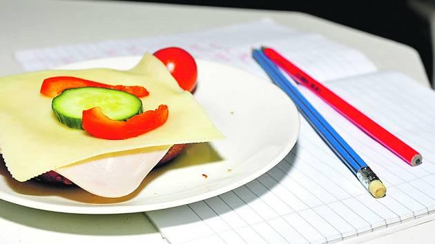 Svačiny v mirošovské škole mají mezi dětmi úspěch. Nechybějí po- mazánky, pečivo, sýry nebo šunka. (Ilustrační foto.)