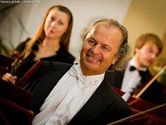 Světoznámý houslový virtuos, sólista prestižních orchestrů a držitel mnoha významných ocenění Václav Hudeček.