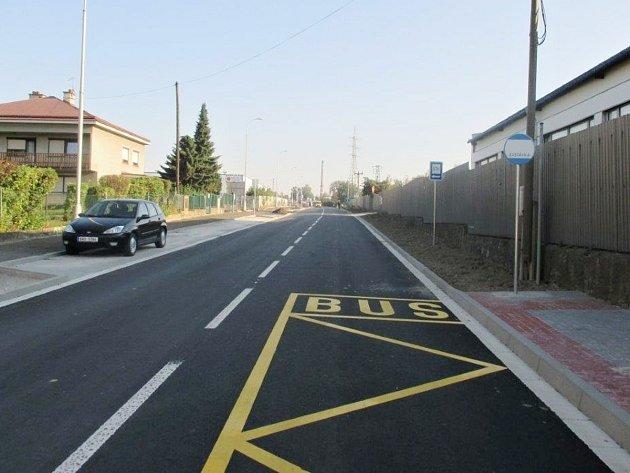 Náchodská ulice v Novém Městě nad Metují se konečně dočkala nového povrchu.