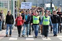 LONI ke stávce došlo. Připojily se k ní tisíce zaměstnanců.