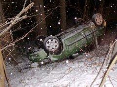 Havárie osobního automobilu u Skuhrova nad Bělou.
