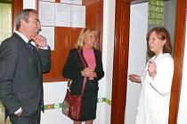 Hana Štěpánová a Jiří Skalický navštívili kojenecký ústav a Seniorcentrum ve Svitavách.