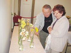 PESTROSTI SVĚTA NARCISŮ se v kosteleckém Novém zámku obdivoval asi každý – pěstitel i náhodný návštěvník.