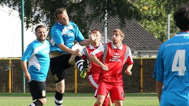 JEDENÁCT BRANEK nastříleli v pohárovém duelu fotbalisté rychnovské rezervy do sítě Deštného.
