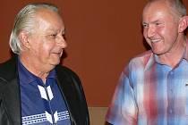 Mistr světa z roku 2001 Jiří Špinar  a organizátor Bzuk festivalu 2009 Zdeněk Sršeň diskutují u příležitosti výstavy ve Weldis Sporthotelu.